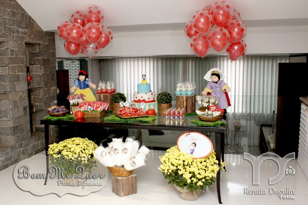 decoracao festa tema branca de neve: of details. All planned and executed by Bem Me Quer Festas Especiais